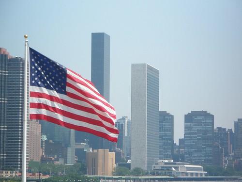 Bandera de Estados Unidos y Naciones Unidas
