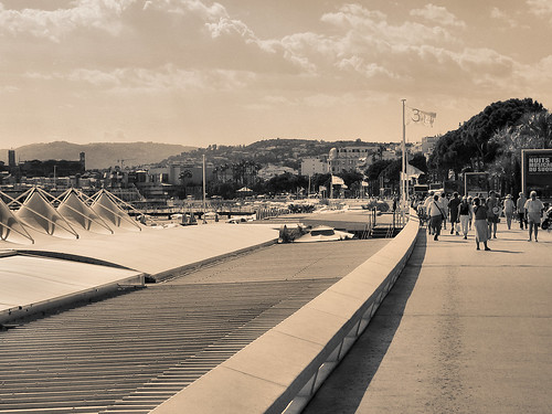 Cannes: : The promenade