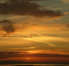 clouds and vapour trail sunset 2007_0717_2116 - by Stephen Rees