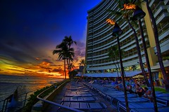 Sheraton Sunset (/\ltus) Tags: sunset hawaii pentax waikiki sheraton hdr photomatix k10d hawaii2007 anawesomeshot
