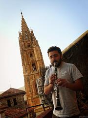 Desafinando en la catedral (Athalfred DKL) Tags: de cathedral gothic catedral oviedo gtica gtico clarinete