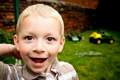 Aaron (Logan.59) Tags: portrait canon logan enfant garon 450d