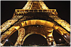 Torre Eiffel - Paris (Francisco Arago) Tags: lighting light sky paris france tower luz horizontal night photography design europa europe colours torre photographer nightshot details eiffeltower perspective frana cu structure noturna toureiffel torreeiffel cidadeluz noite perspectiva luzes form fotografia formas mundo velho fotgrafo allrightsreserved fotonoturna colorido theeiffeltower luminrias estrutura gustaveeiffel uniao canonef24105mmf4lis obradearte pontoturistico europeia pontoturstico franca fotografo canoneos5dmarkii velhomundo franciscoarago velhocontinente destinodeviagem todososdireitosreservados iconemundial iconedafrana lugarimperdvel