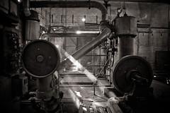 Big engine (Ysalis.net) Tags: light urban abandoned 35mm ray decay abandon urbanexploration 5d exploration urbex urbaine abandonné urbanurbex