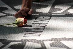 Imagina a todos viviendo en paz (BatiChango) Tags: google nuevayork batichango