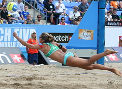 Dive  -  Explored #96 on July 14th 2007 (vamp8888) Tags: canada men beach plongeon swatch sand women quebec montreal explorer dive july diving explore volleyball leila 2007 barros mikasa baros fivb plonger explored xplore xplored leilla
