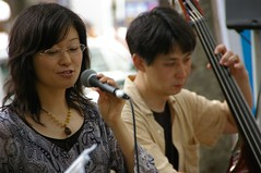 singer with wood bassist