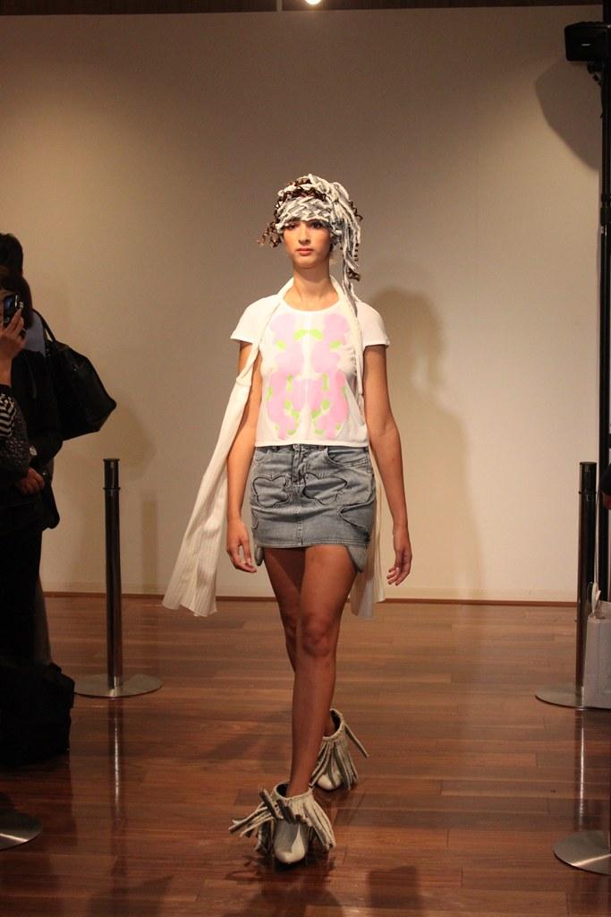 """Naoshi Sawayanagi Collection """"Japan Fashion Week in TOKYO 2010″ (6)"""