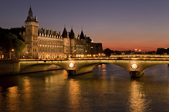 La Conciergerie, Paris (seryani) Tags: city bridge light sunset paris france castle love luz monument rio seine night canon river dark atardecer noche twilight europa europe downtown view dusk amor magic palace lumiere vista bluehour chateau soir francia iledefrance nocturne canonef2470mmf28lusm 2470l anochecer sena conciergerie nocturnes 2470 noctambule canoneos5dmarkii absolutelystunningscapes 5dmarkii