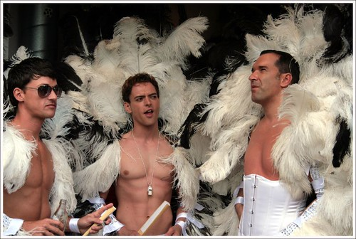 Запрет президента РФ на митинги гомосексуального характера всколыхнул общес ...