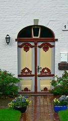 Nordfriesland-Tren-37 (vouffy) Tags: door roses house germany eingang entrance doorway portas tren threshold portes rosenstock housedoor trschwelle northernfrisia seasidehousdoors