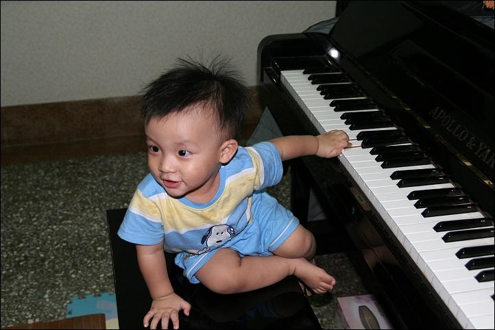 彥彈鋼琴12