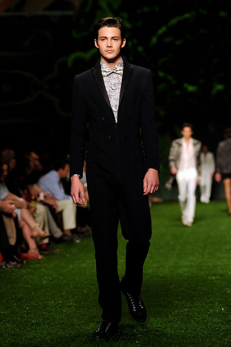 Rob Moore3270_SS11_Milan_Etro(coutorture.com)