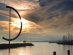 the big weather vane (mujepa) Tags: sunset sky sculpture lake port marina switzerland evening suisse geneva lausanne ciel weathervane soir lman ouchy coucherdesoleil veleta vaud girouette wow1 catavento wetterfahne eole banderuola clliabettua photohobbylevel3