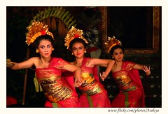 Gabor -- Welcome Dance (Araleya) Tags: leica travel bali music art beautiful indonesia fz20 dance nightshot performance culture pride legendary panasonic ubud socialdocumentary legong ubudpalace araleya