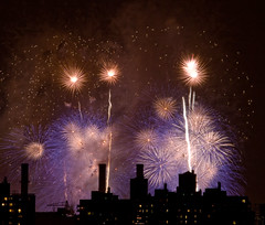 NYC 4th of July Fireworks, 2007 (Barry Yanowitz) Tags: nyc newyorkcity ny newyork brooklyn wow fireworks fourthofjuly macys gothamist