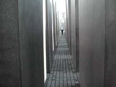 Holocaust-Mahnmal in Berlin (Photo credit: malexmave)