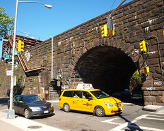M133 Metro-North Park Avenue Arch Bridge over East 105 Street, Harlem, New York City (jag9889) Tags: city nyc railroad bridge ny newyork yellow puente arch crossing harlem manhattan cab taxi tracks bridges railway tunnel ponte pont mta elevated brücke metronorth parkavenue 2010 y2010 m133 e105street jag9889