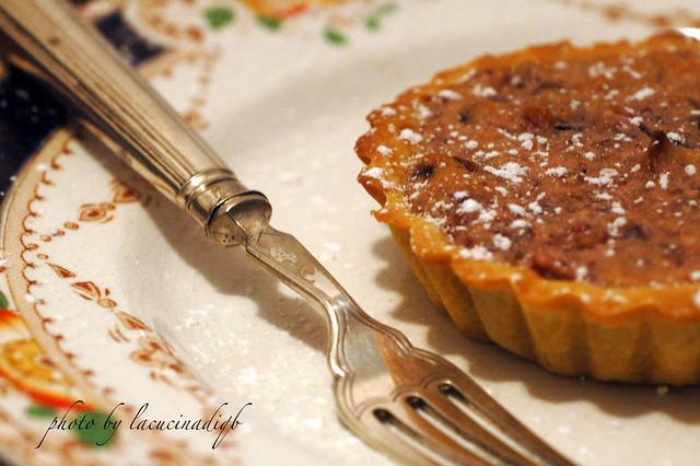 Crostata con radicchio precoce, mandorle e marmellata di fichi