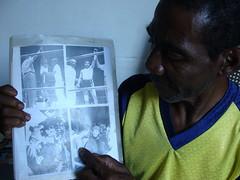 q -Felix Betancourt muestra su fotografia junto a Fidel Castro.(2)