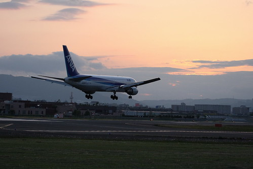 ANA's B767-300 approaching in dusk
