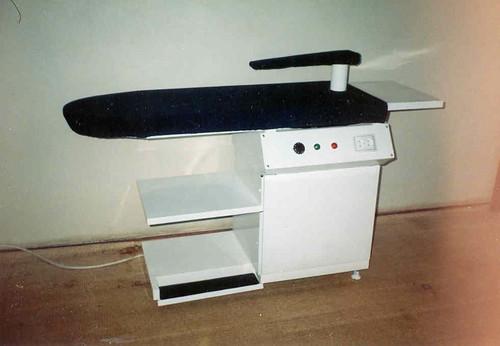 Внешний вид консольного гладильного стола