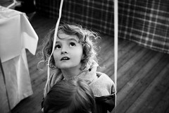 (Simon Grossi) Tags: bw girl kid child noiretblanc enfant gamin regard regarder i500 interstingness99 photosdroppedoutofexplore