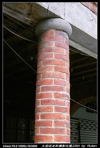 IMGP1496_用磚塊做成的圓柱,很特別