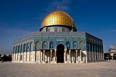 Dome of the Rock (Sam Rohn - 360 Photography) Tags: travel architecture temple israel interesting ancient shrine arch peace nikond70 palestine muslim islam jerusalem paz domeoftherock mosque 1870mmf3545g pax judaism nikkor oldcity paix islamicarchitecture templemount alquds palestinian locationscouting locationscout haramalsharif muslimarchitecture samrohn nylocationscom