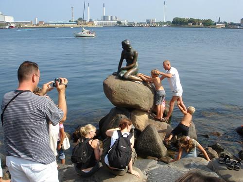 Diese Dame muß nicht nur Fotografen ertragen. Dieser Tage sind in der Stadt an der Ostsee unzählige wortgewaltige Klimaschützer aus aller Herren Länder unterwegs