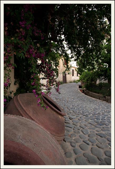 Pera Oreinis village - pytharia / πιθάρια