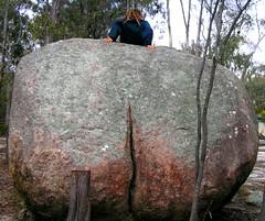 Xtreme callipygian (pierre pouliquin) Tags: rock border australia boulder frenchpoetry crack qld queensland callipygian judicael granit girraween 0807 i500 girraweennp venuscallipyge callipygianvenus callypige callypigie kallipygos venuskallipygos ἀφροδίτηκαλλίπυγοσ aphroditekallipygos aphroditeofthebeautifulbuttocks onsamuseonrigolerigole