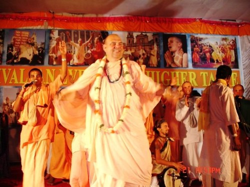H H Jayapataka Swami in Tirupati 2006 - 0070 por ISKCON desire  tree.