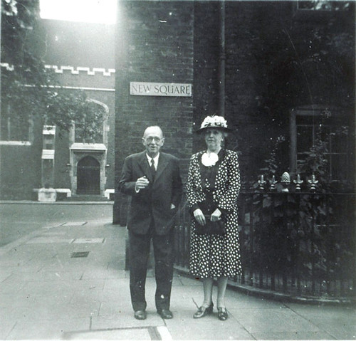 Ada Comstock and Wallace Notestein in London, 1947. The Schlesinger Library, Radcliffe Institute, Harvard University http://www.radcliffe.edu/schles/