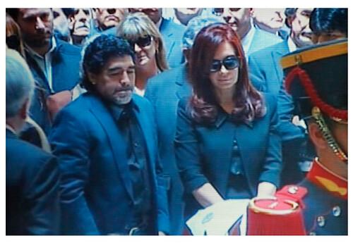 Maradona junto a Cristina dando el pesame