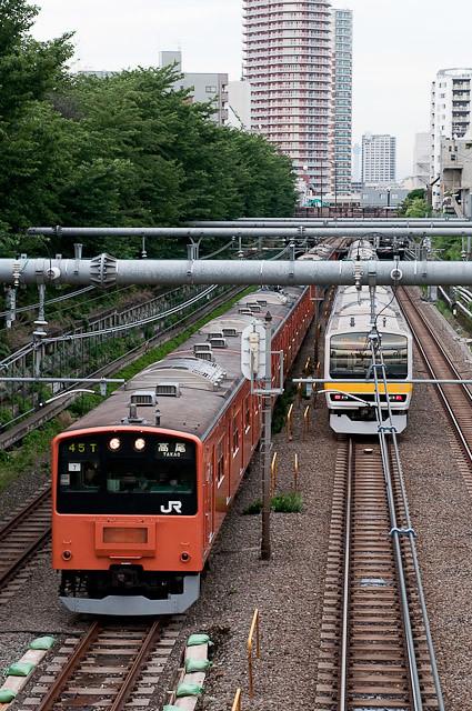 中央線201系トタH7編成と東京スカイツリー
