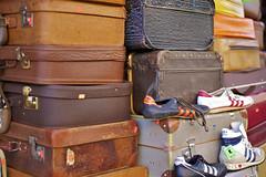 suitcases & sneakers (Winfried Veil) Tags: leica berlin 50mm rangefinder summilux asph 2010 m9 messsucher mobilew leicam9 winfriedveil