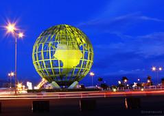global (jobarracuda) Tags: mall lumix globe philippines sm moa shoemart pinas fz50 panasoniclumix mallofasia dmcfz50 aplusphoto jobarracuda yellowglobe
