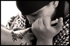 Henné (uglyox) Tags: mani canon350d marocco marrakech patrizio siringa henné picocco uglyox jama'aelfnaa