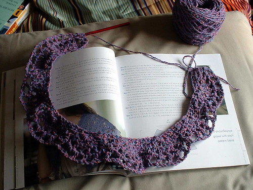 Chanson En Crochet capelet