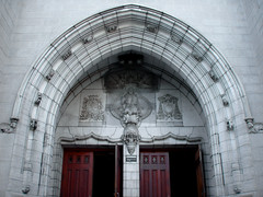 arche de portail de l'glise Saint-Alphonse (myrique baumier) Tags: doors montral glise voute arche portes portail ahuntsic villeray ruecrmazie gwim glisesaintalphonse