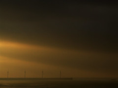 diagonal (Mr. Theklan) Tags: sunset sol windmill clouds de viento diagonal molino nubes abra rayo puesta bizkaia sunbeam sunray hodeiak arratsa haizerrota
