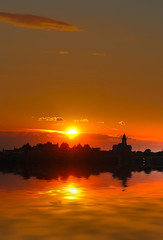 meeting across the river (petervanallen) Tags: sunset sky orange sun reflection sol church water ro river portland soleil zonsondergang agua nikon eau wasser tramonto sonnenuntergang sundown flood fiume coucher iglesia himmel kirchen rivire chiesa reflet ciel cielo dorset reflejo sole fluss acqua reflexion glise zon kerk hemel inondation contemplation arancia puestadelsol weerspiegeling rivier sonnen anaranjada riflessione inundacin vloed contemplazione d80 contemplacin inondazione overpeinzing nachsinnen oranjekleurige