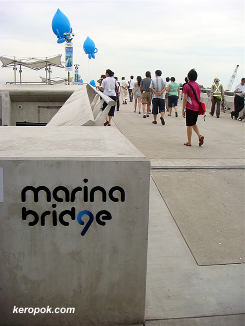 The walk on the Marina Bridge
