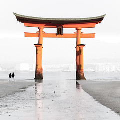 Itsukushima Torii : Miyajima, Hiroshima, Japan / Japn (Lost in Japan, by Miguel Michn) Tags: orange japan architecture temple arquitectura shrine hiroshima miyajima  naranja torii  templo santuario itsukushima japn