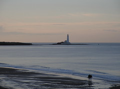 St Mary's Lighthouse at sunset, Whitley Bay, North East England (Glen Bowman) Tags: england lighthouse beach northumberland northsea northeast stmarys whitleybay longsands seatonsluice