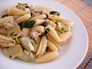 Pasta shells with Italian tuna and artichokes