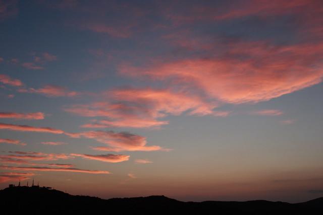 夕闇の赤ら雲