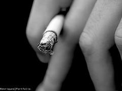Fumadores a p&b (sonia.henriques) Tags: blackandwhite bw macro mão tabaco henriques vicios linguagens afaa soniahenriques