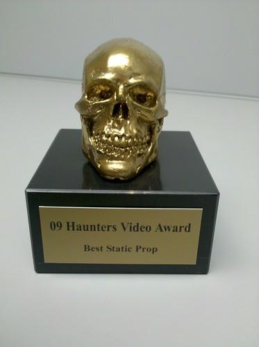 golden skull trophy - best static prop